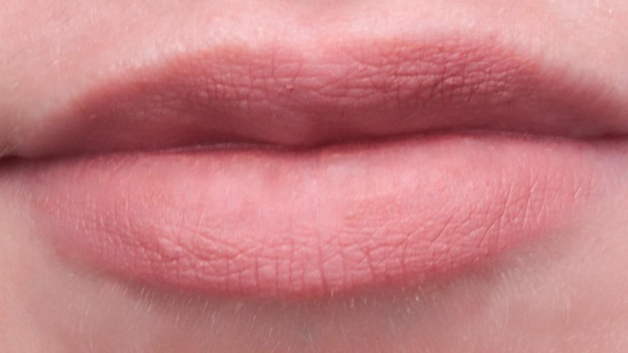 Lip Soufflé Matte Lip Cream Rare Beauty Courage Swatch